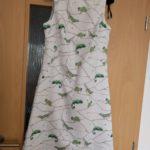 Chameleóní šaty, mají nějaké mouchy :)