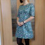 Šaty s ozdobnou paspulkou
